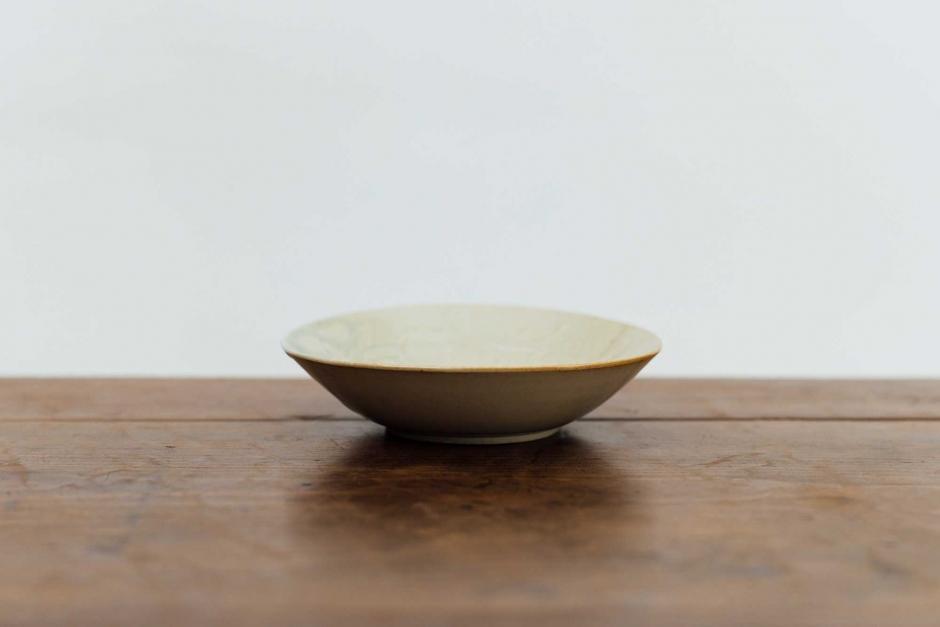 安齋新・厚子 青磁刻紋6寸鉢