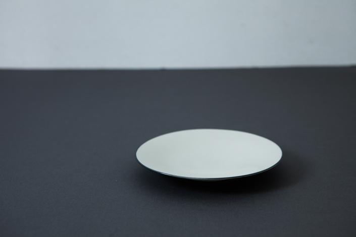 yumiko iihoshi porcelain OXYMORON II soucer gray line