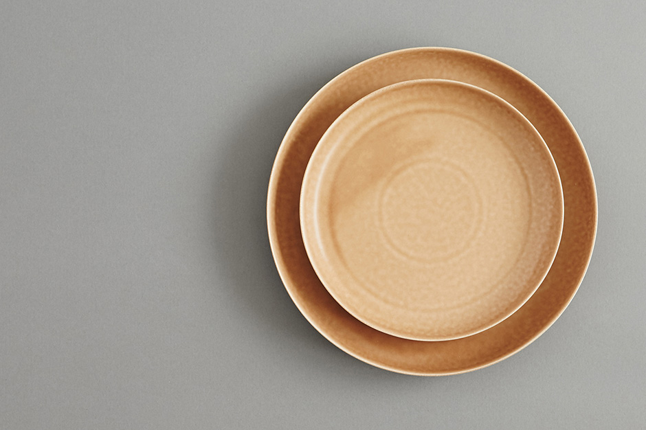 yumiko iihoshi porcelain ReIRABO ラウンドプレート warm soil brown