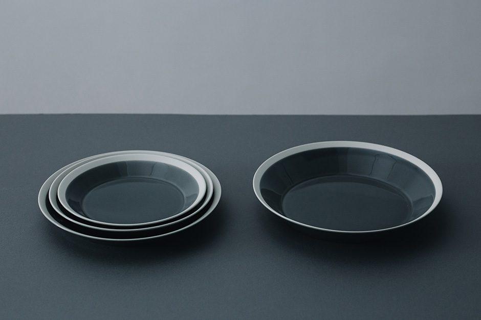 yumiko iihoshi porcelain dishes plate fog gray