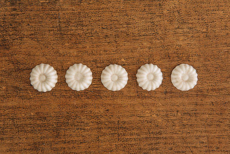 加藤かずみ 箸置き 花 アイボリー