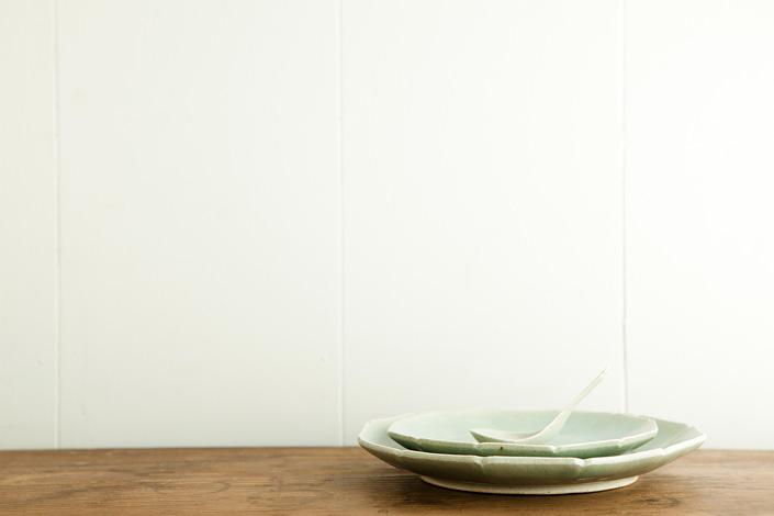 安齋新・厚子 青磁輪花7寸皿