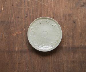 安齋新・厚子 青磁刻紋5寸皿