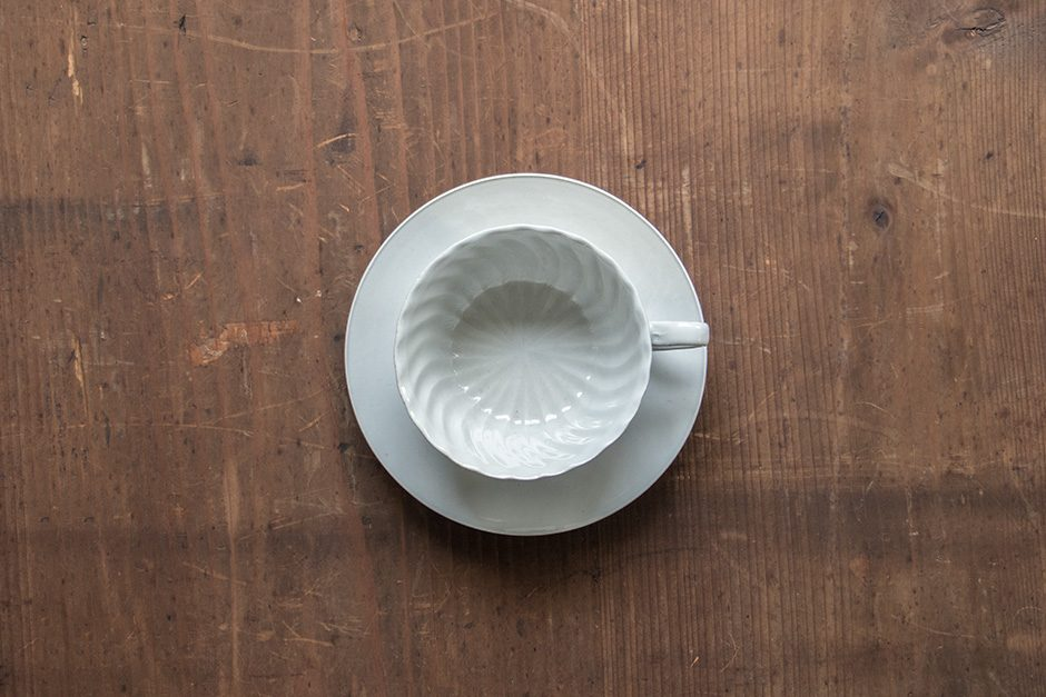 安齋新・厚子 白磁ねじりコーヒーカップ・ソーサー