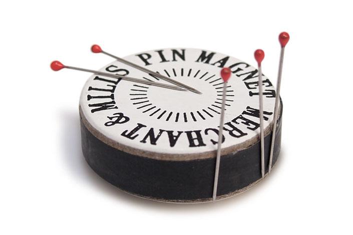 MERCHANT & MILLS PIN MAGNET