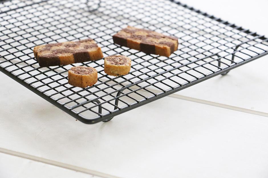 CINQ イギリスのケーキクーラー