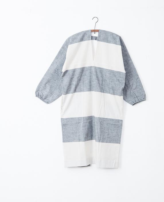 F/style 亀田縞のかっぽう着 (丈長め)白縞 生成+黒鼠