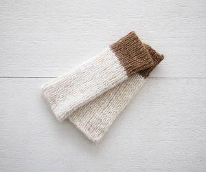 PUENTE Rueca 手紡ぎリブ編み手首あて ホワイト×ベージュ