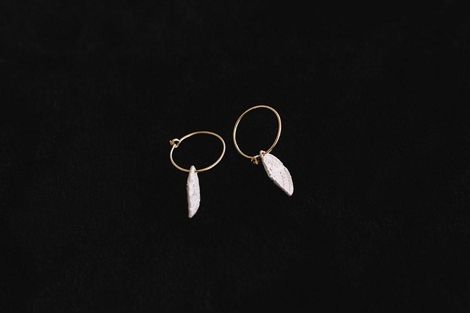 accessories mau 白い羽 ピアス