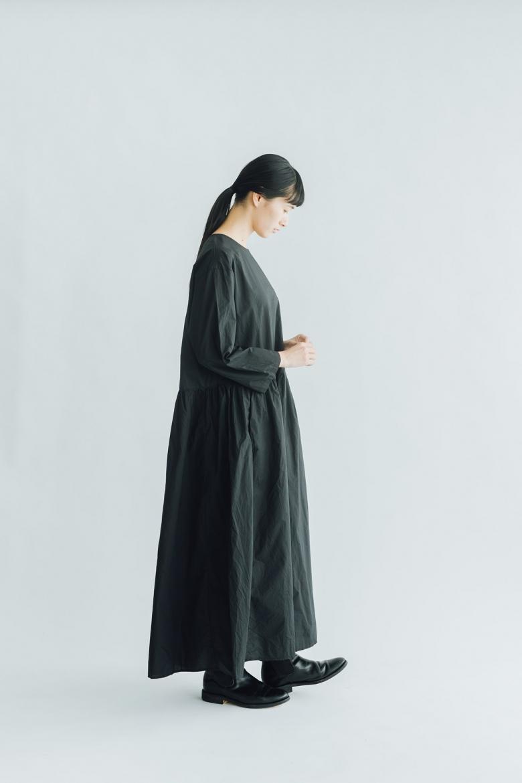 UNIVERSAL TISSU シルキータイプライター ギャザードレス クロ