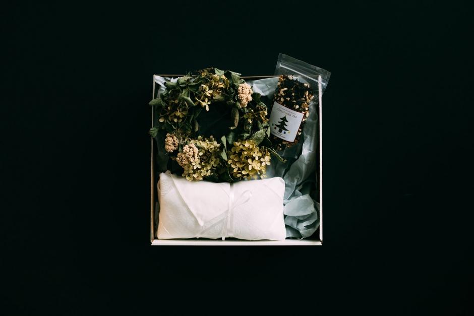 【12月11日販売開始】 Adansonia ボックス A (シュトレン / リース or ブーケ / クリスマスティー)