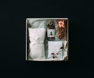 【12月11日販売開始】 Adansonia ボックス B (シュトレン / ドリップパックコーヒー / クリスマスティー / グラノーラ)