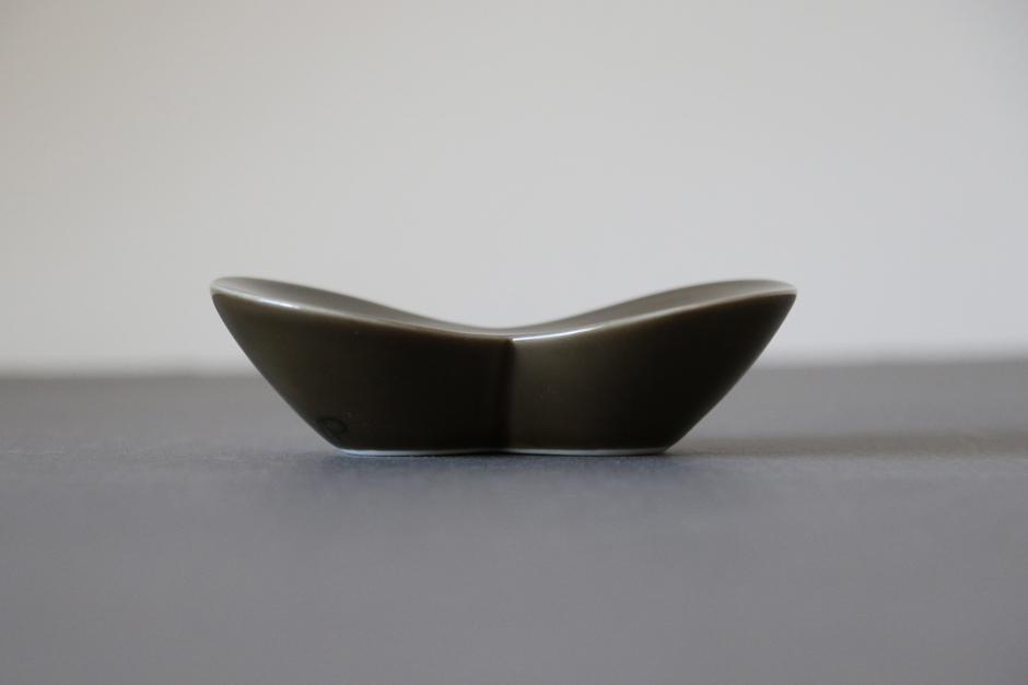 yumiko iihoshi porcelain soap dish