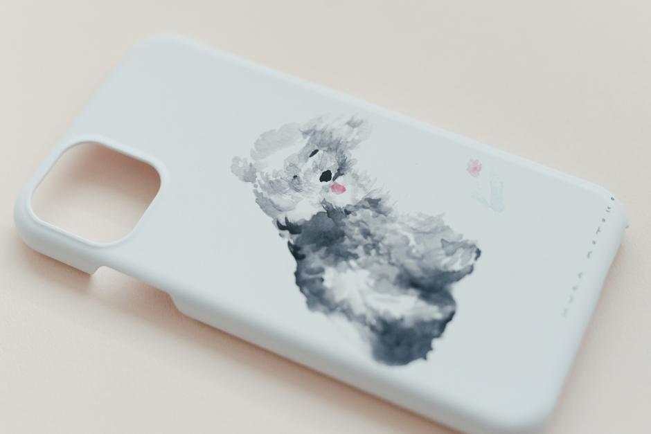 くらもとこ iPhoneケース 風に吹かれる犬