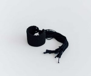 jitsu 糸バングル 黒
