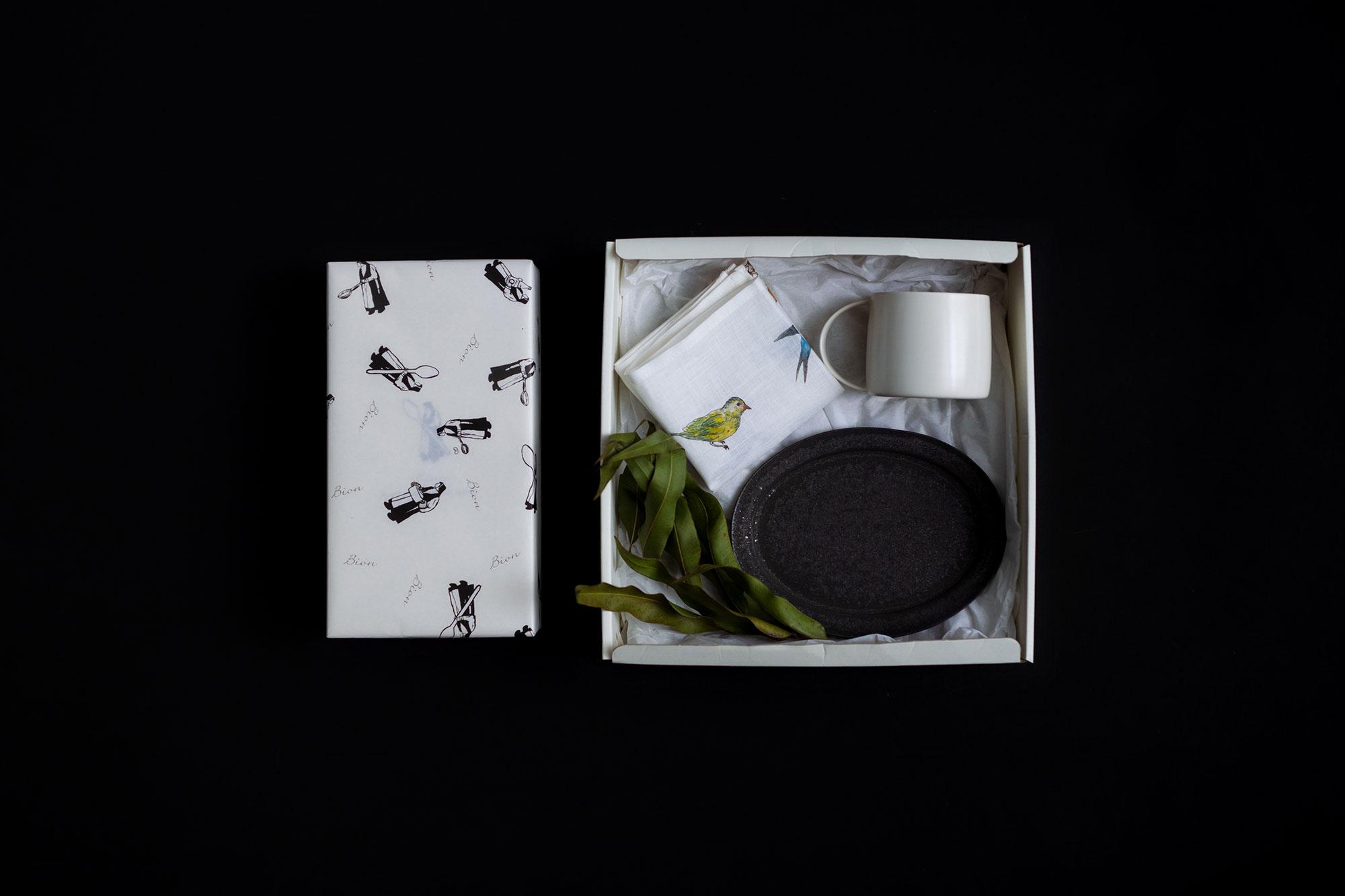 【完売しました。/12月8日販売開始】Bion クリスマスBOX A(Bion シュトレン / 石川隆児 器 / isabelle boinot ハンカチ)