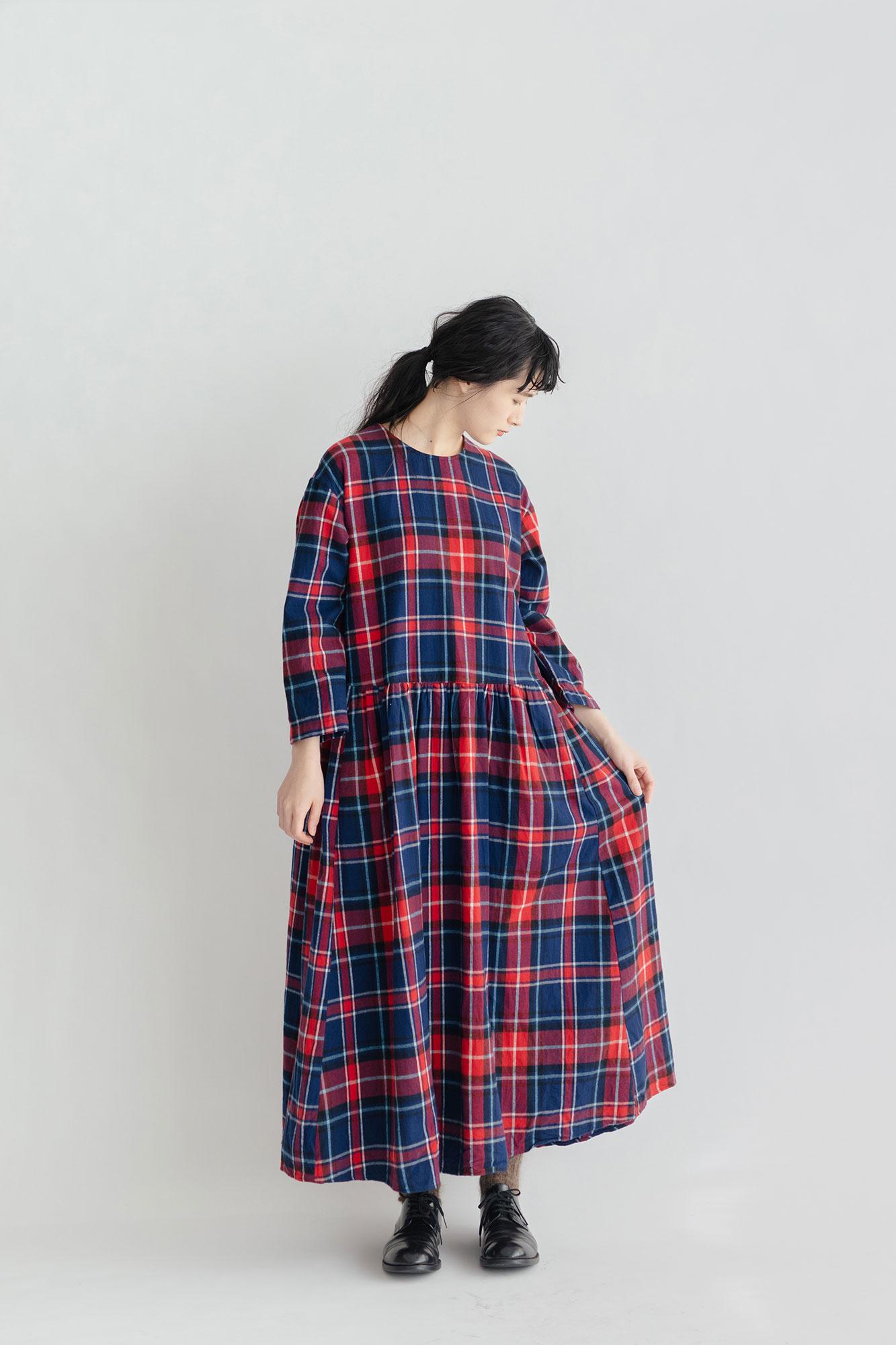 UNIVERSAL TISSU ロングスリーブ ギャザードレス