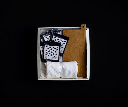 【11月26日販売開始】 Adansonia クリスマスBOX D(Adansonia シュトレン / くらすこと×工房イサドのオリジナルボード / くらすこと オリジナルブレンド コーヒーバッグ 6個 )