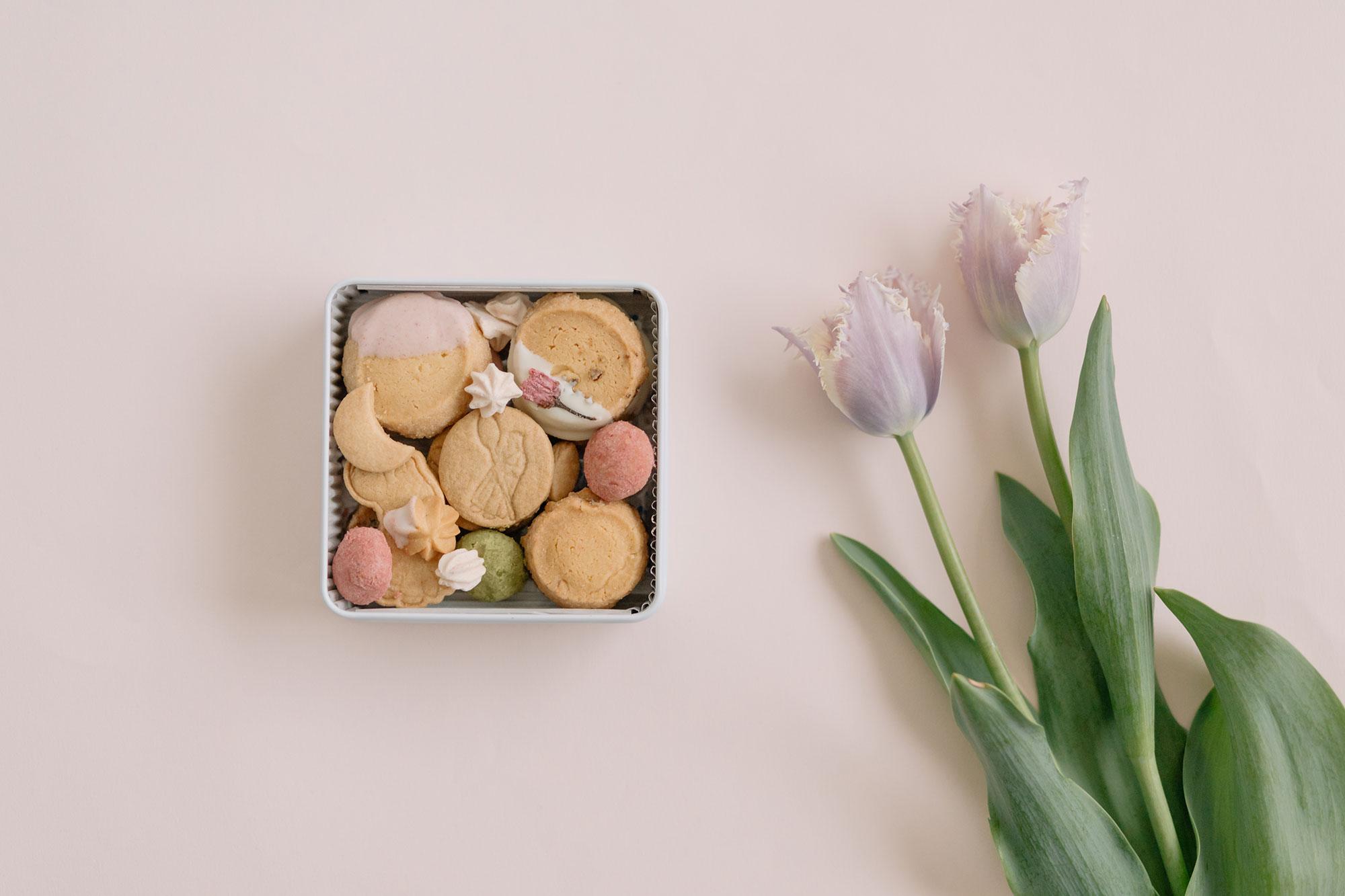 [4月22日出荷]Bionさんの季節のお届け便 spring(Bion 春のクッキー缶ミニ/Bäckerei cuisson スコーン缶/くらすことの三年番茶)