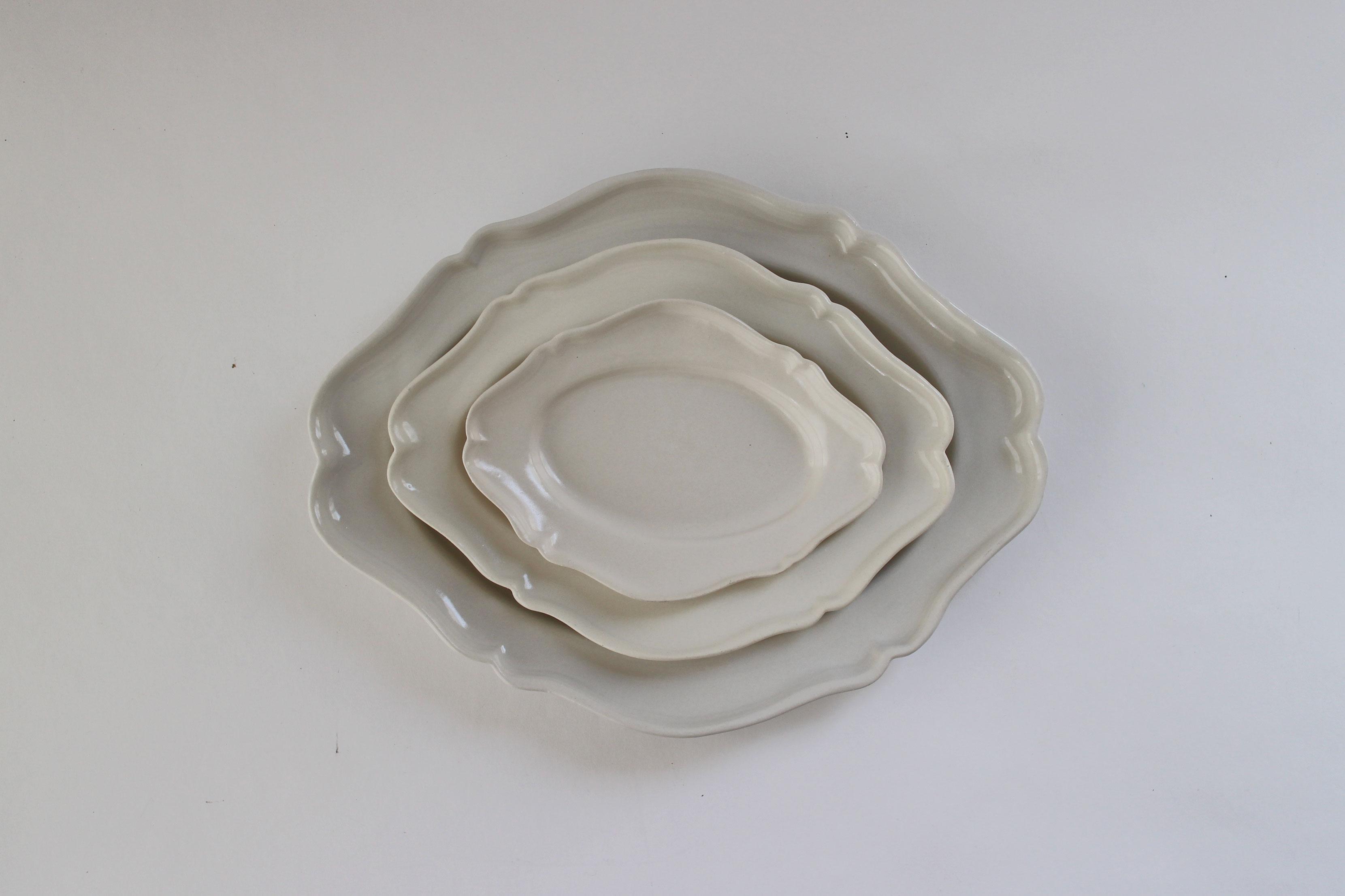 河合竜彦 白ツヤ釉 オーバルレリーフ皿