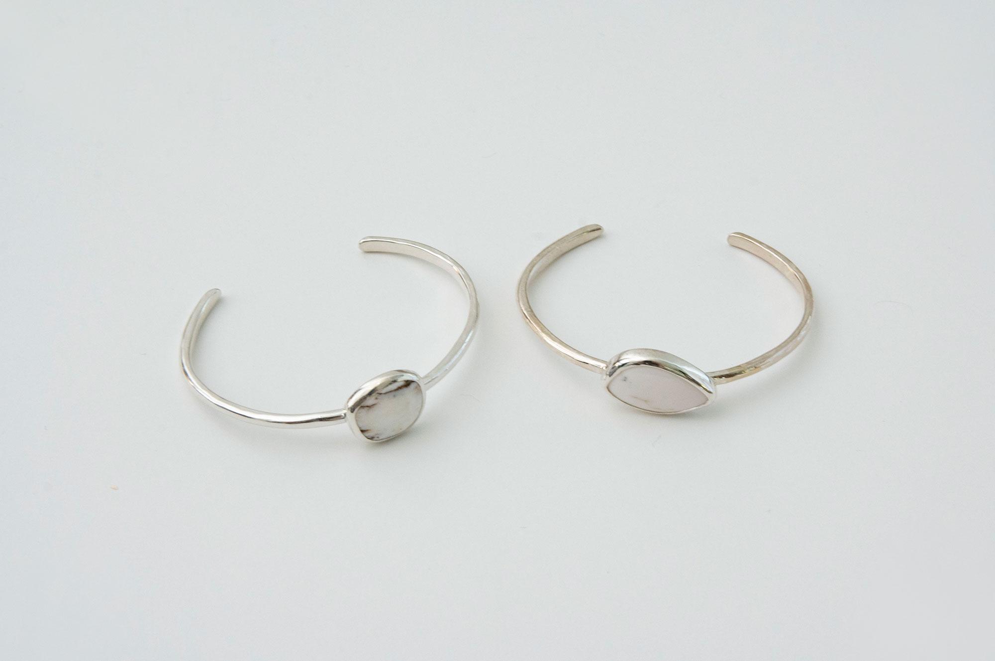accessories mau 石 シルバーバングル ホワイトバッファロー